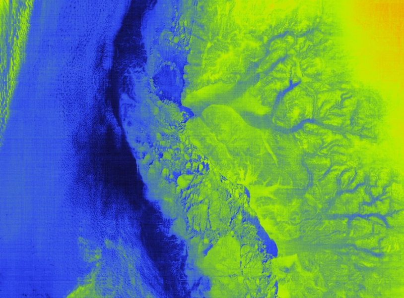Infrared image of Greenland, showing glaciers and pack ice. In blue: the ocean and part of the glaciers (right). In green: pack ice and landmasses.