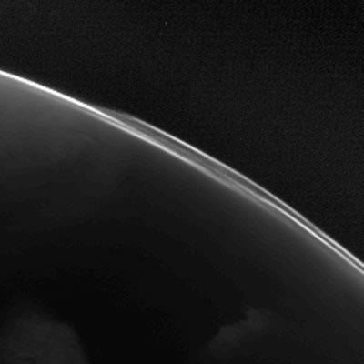 Structures atmosphériques de Mars observées par la Caméra Osiris, lors du passage de Rosetta près de la planète rouge début 2007. ESA © 2007 MPS for OSIRIS Team MPS/UPD/LAM/ IAA/ RSSD/ INTA/ UPM/ DASP/ IDA