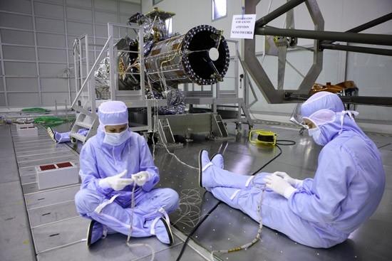 Testing the Pleaides telescope. Credits: CNES.