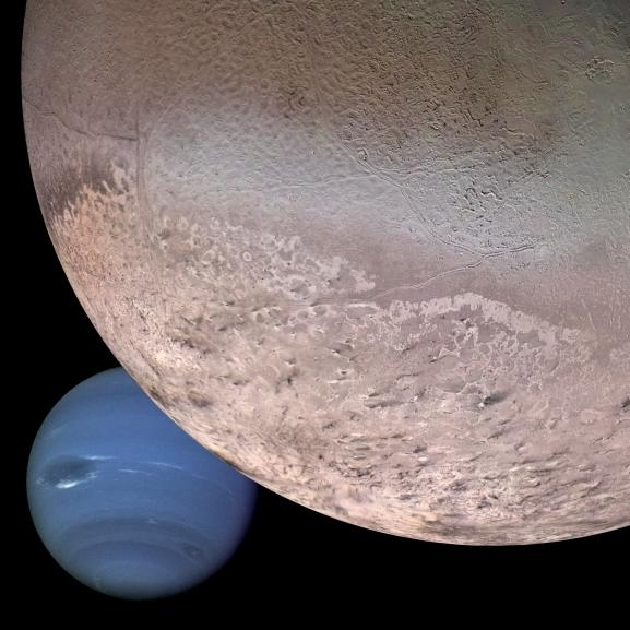 Neptune et son satellite Triton. Crédits : NASA