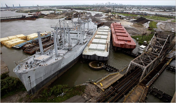 Ships and barges cluttered the banks of the Industrial Canal in New Orleans in the wake of Hurricane Gustav. Credits : Eric Gay/Associated Press.