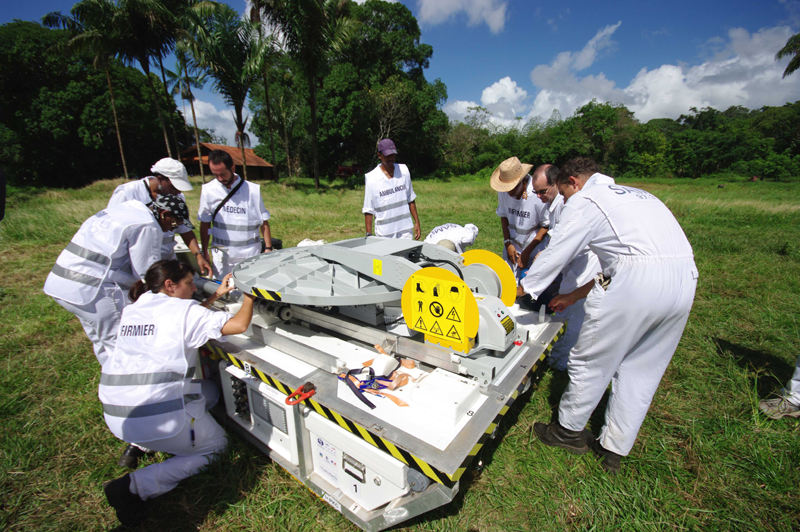 Once airlifted to the disaster site, the PSMA unit is up and running in 40 minutes. Credits: CNES/P. Collot.