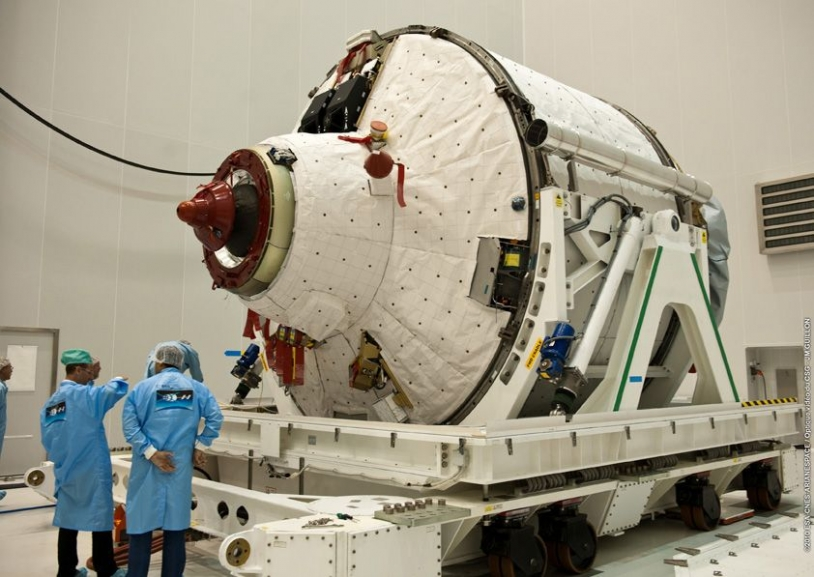 L'ATV 2 au centre spatial guyanais en mai dernier. Crédits : ESA/CNES/Arianespace/optique vidéo du CSG/J.M. Guillon.