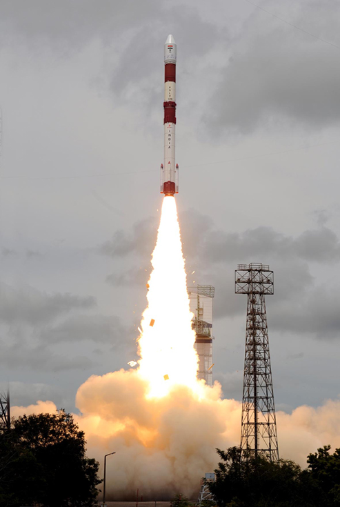 La fusée indienne, PSLV-C20, a mis en orbite le satellite SARAL ce lundi 25 février depuis le centre spatial de Satish Dhawan. Crédits : ISRO.