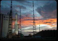 Ariane 5 sur son pas de tir de nuit